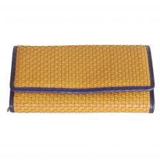 Women's wallet in woven leather with bellow compartments